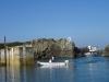 Bosman wprowadza jachty przez trudne przejście do Beaucette Marina