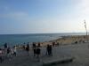 31 października a na plażach Barcelony pełno ludzi