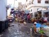 Boczne uliczki M\'diq to jedno wielkie targowisko