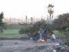 Koczowisko imigrantów z widokiem na luksusowe pole golfowe