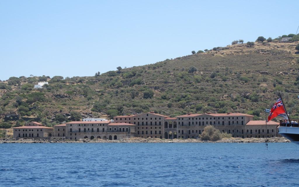 Opuszczony hotel w Pali na Nisiros