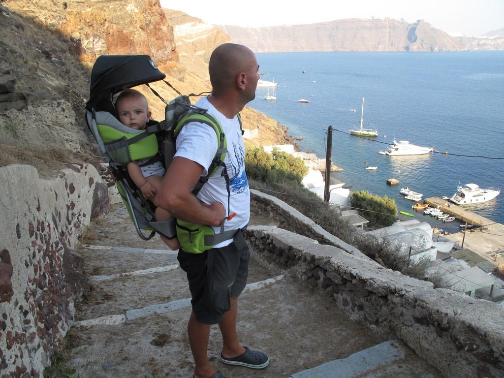 Santorini - wspinaczka z Brunem do miasteczka Oia