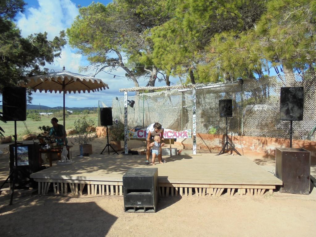 Hipisowski camping na Ibizie 2