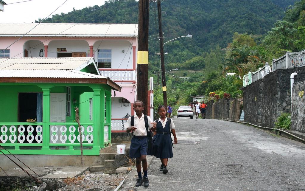 W drodze do szkoły w Chateaubelair