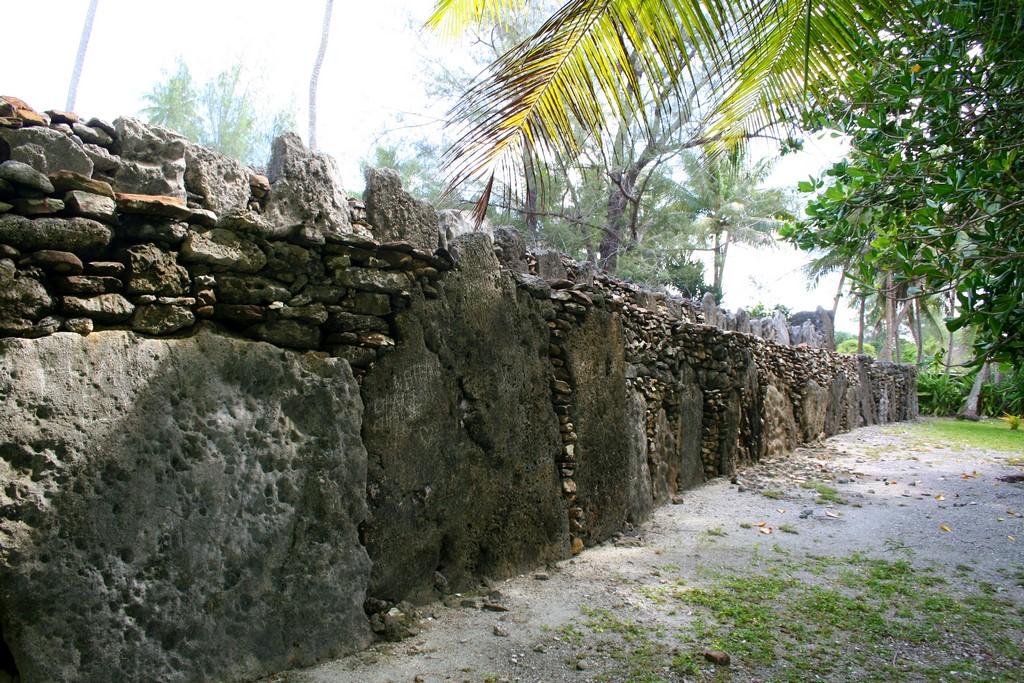 Kamienne Marae Manunu na Huahine 1