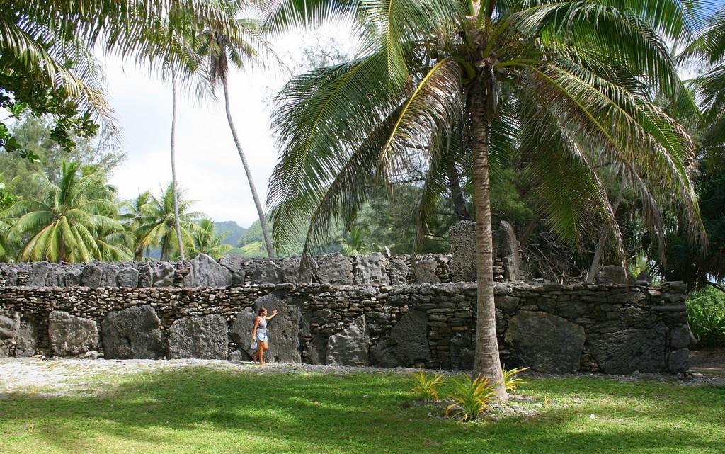 Kamienne Marae Manunu na Huahine