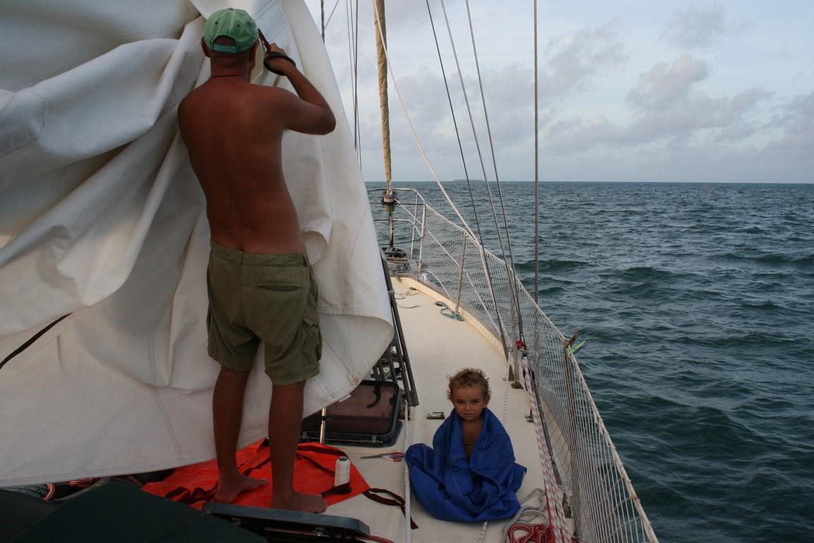 Naprawy żagla - kotwicowiso Gahi na Uvea - Wallis