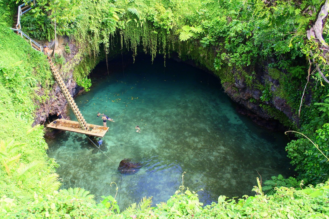 Naturalny podziemny basen To Sua na Upolu