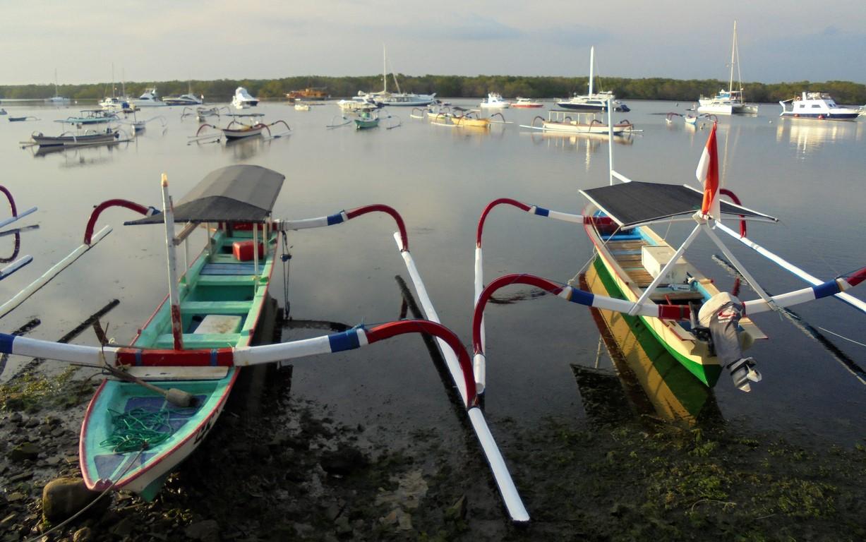 Łodzie rybackie w zatoce Serangan na Bali