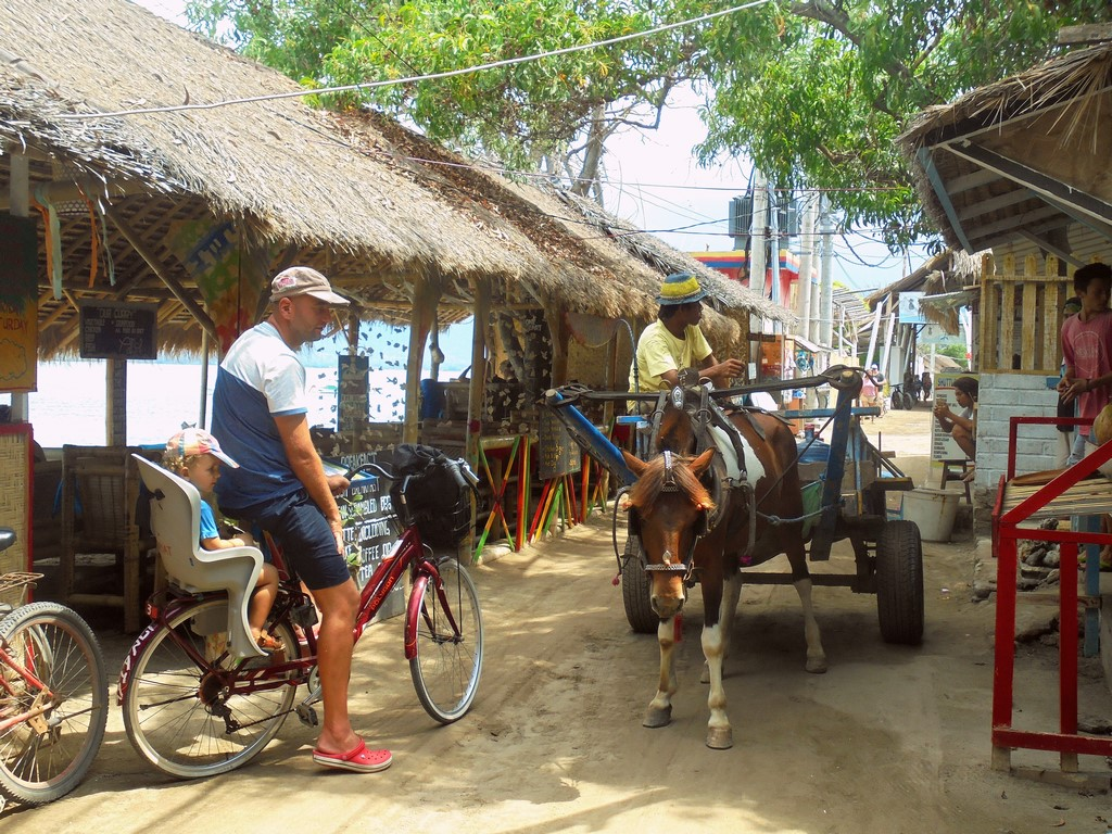 Na gili Air jeżdżą tylko konie i rowery