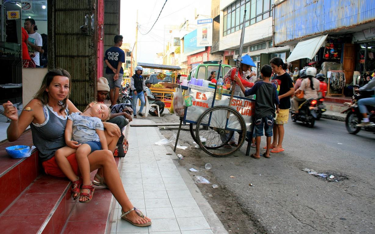 Uliczna jadłodajnia w Kupang