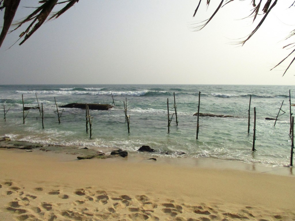Stilt fisherman przy plaży Kathaluwa