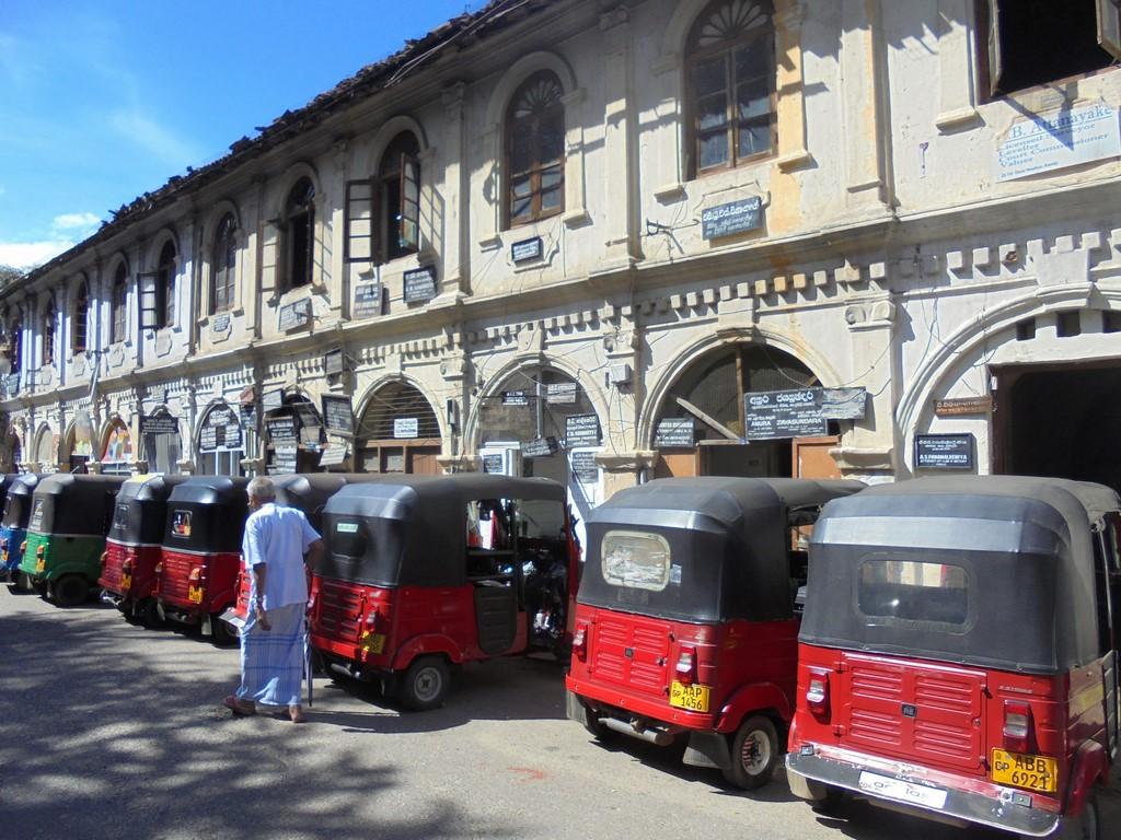Tuktuki w Kandy