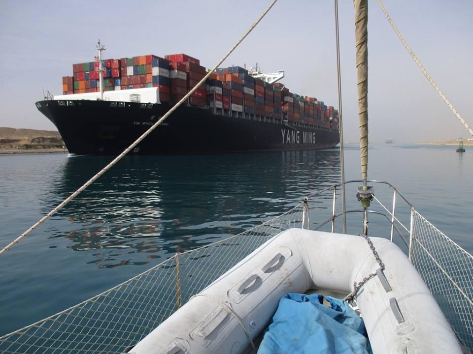 Kontenerowiec na Kanale Sueskim