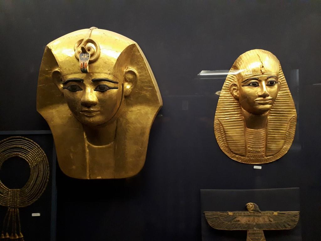Złote maski w Muzeum Egiptu