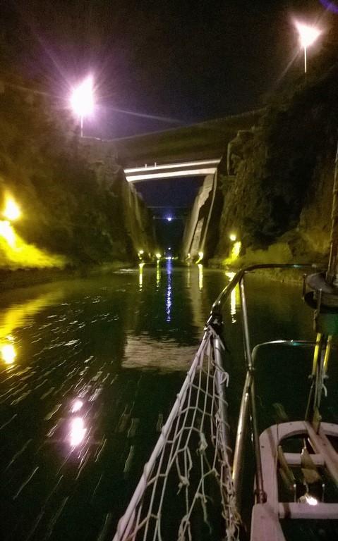 Kanał Koryncki nocą